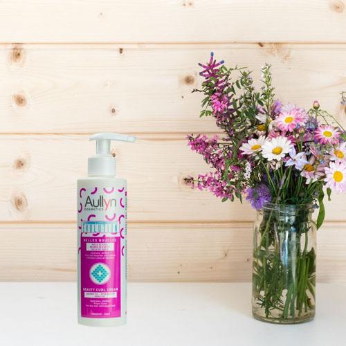 Bouclez vos cheveux grâce à notre crème coiffante post Shampoing 100% Naturelle