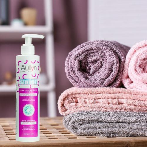 Nettoyez et massez votre cuir chevelu en douceur grâce à notre Shampoing 100% Naturel